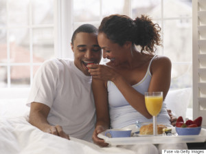 o-BREAKFAST-IN-BED-BLACK-COUPLE-570